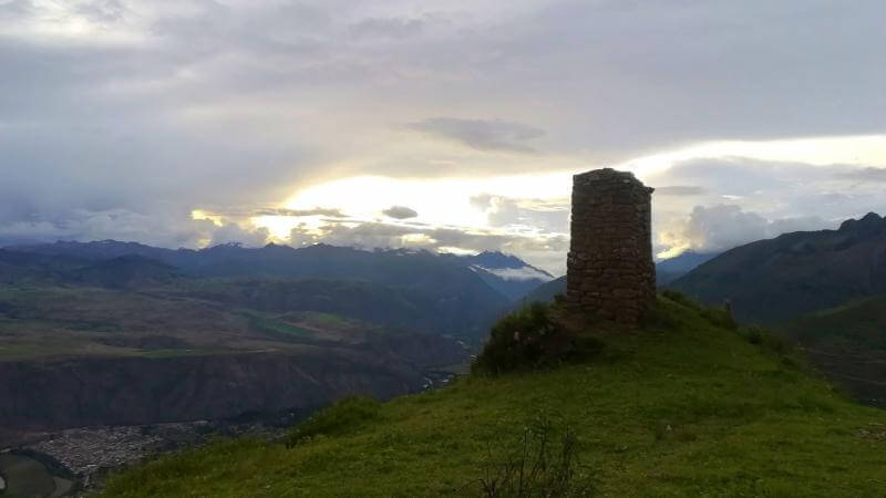 Hiking Saywa to see the sun-pillars of Incas